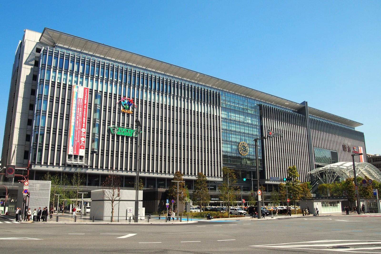 博多駅の道路が陥没した原因は何か?