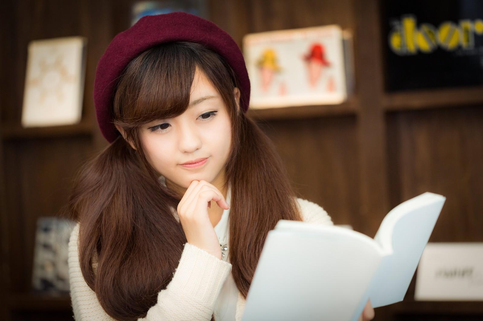 東川篤哉の推理小説がおもしろい!秋の夜長に読書はいかが?