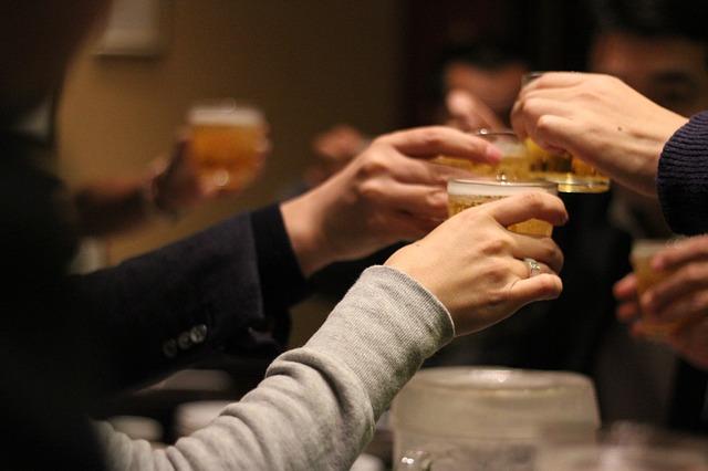 忘年会は席順が重要!新人が知っておくべき飲み会でのマナー