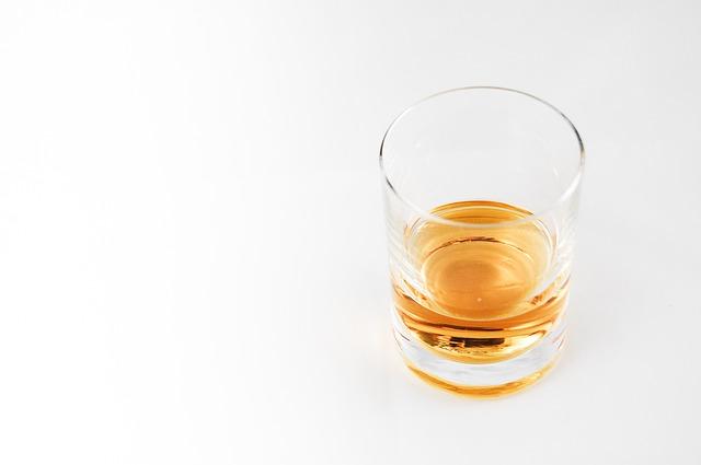 アルコール依存症になりやすい人の特徴とは?一人酒は要注意!